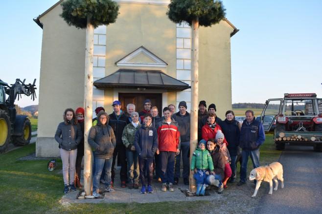 Gruppenfoto Maibaumaufstellen Dreifaltigkaitskapelle Eisenbergeramt 2017